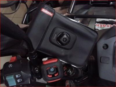 10- KLICKfix Pochette pour smartphone PHONEBAG.JPG