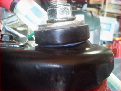 HY420_Modification Rondelle Plastique + graissage Rotule Supérieure Amortisseur AV.JPG